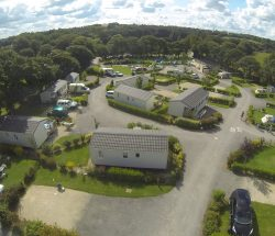 location mobilhome au camping à proximité du parc d'attraction en Bretagne
