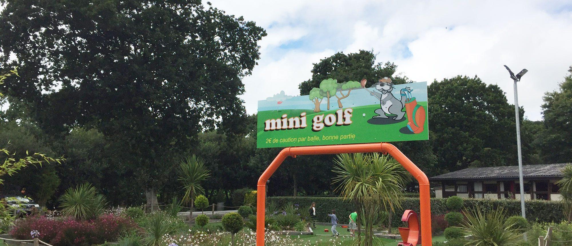 mini golf camping à proximité du parc de la récré