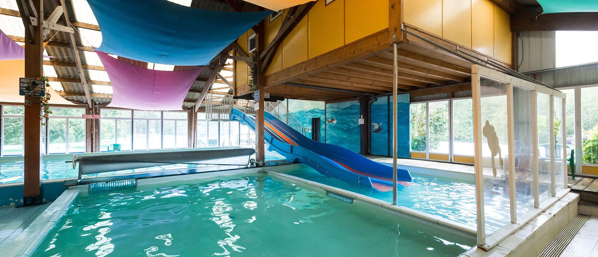 piscine du camping à proximité du parc d'attraction en Bretagne