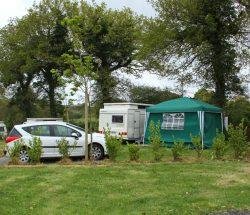emplacement caravane, camping-car 2 chambres : camping près du parc les 3 récrés